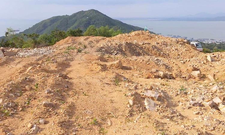 Công ty cổ phần cáp treo Vũng Tàu san gạt 8.300 m2 trên núi Lớn để xây biêt thự khi chưa được cấp phép. Ảnh: Trường Hà.