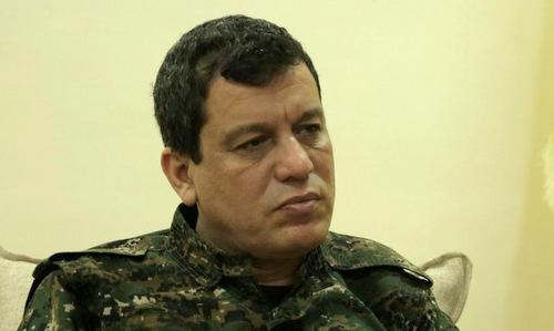 Mazlum Abdi, chỉ huy SDF, trong một cuộc họp báo ở tây bắc Syria đầu năm nay. Ảnh: AFP.