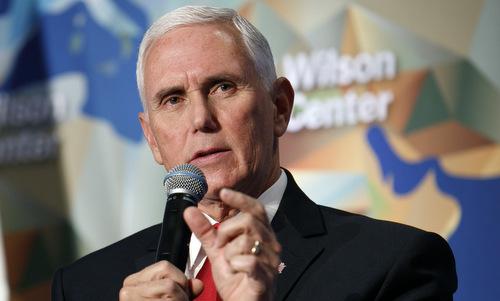 Phó tổng thống Pence phát biểu tại Trung tâm Wilson hôm 24/10. Ảnh: AP.