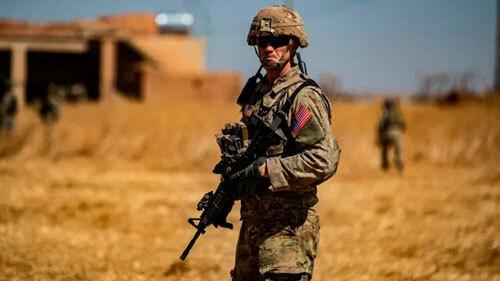 Một lính Mỹ đóng quân tại làng al-Hashisha ở đông bắc Syria hôm 8/9. Ảnh: AFP.