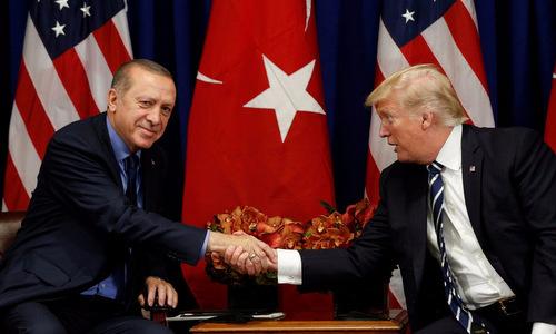 Erdogan (trái) gặp Trump tại New York hôm 21/9. Ảnh: Reuters.
