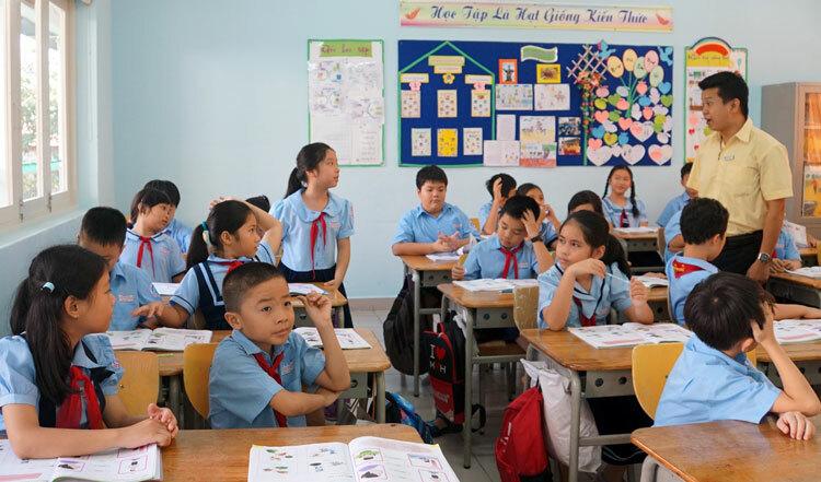 Lớp 4/4 trường tiểu học Đinh Tiên Hoàng (quận 1, TP HCM) trong tiếng tiếng Anh sáng 25/10. Ảnh: Mạnh Tùng.