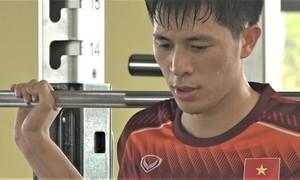 Đình Trọng tập hồi phục chấn thương trước SEA Games