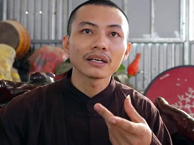 Ông Nhất Nguyên, đại diện Tịnh thất Bồng Lai kể lại sự việc. Ảnh: Hoàng Nam.