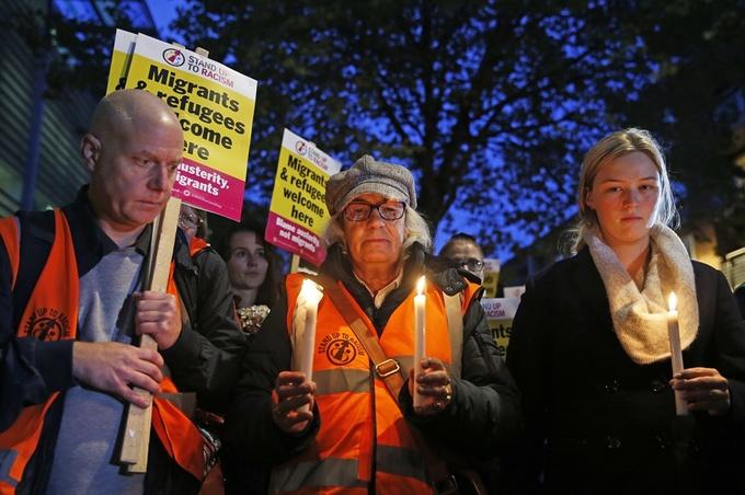 Người Anh tưởng niệm 39 nạn nhân trong container