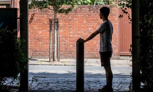 Một người Việt được đưa đến Anh để trồng cần sa. Ảnh: Guardian.