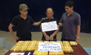 Bắt kẻ vận chuyển 120.000 viên ma túy ở biên giới