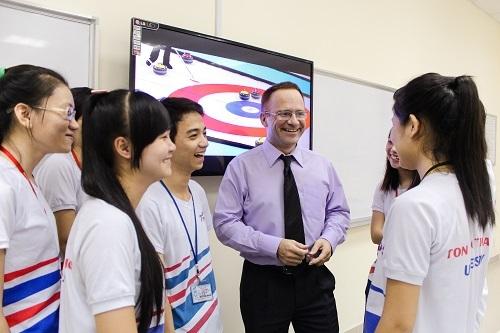 Sinh viên Đại học Tôn Đức Thắng học ngoại ngữ trong khu học thuật riêng. Ảnh: Ton Duc Thang University