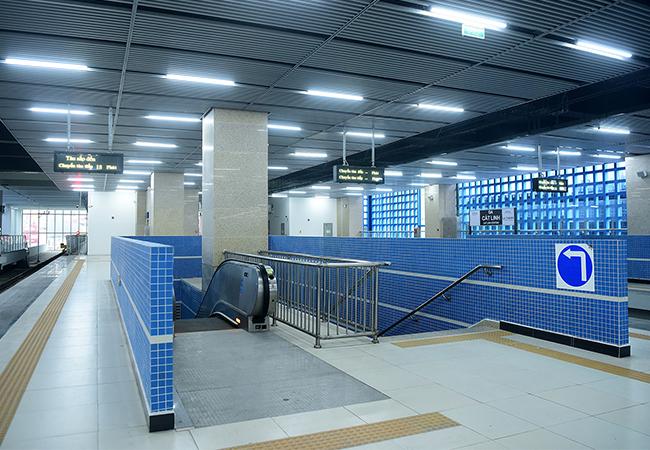Các hạng mục bên trong các nhà ga đã được lắp đặt hoàn chỉnh.Ảnh: Giang Huy