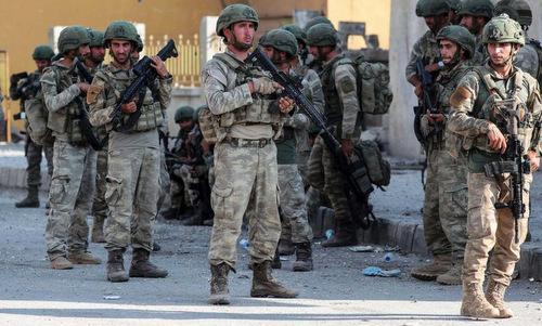 Lính Thổ Nhĩ Kỳ triển khai ở miền bắc Syria hồi giữa tháng 10. Ảnh: AP.