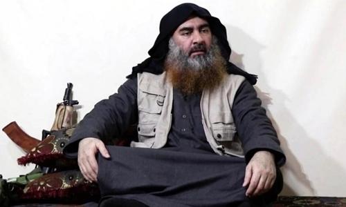 Thủ lĩnh tối cao ISAbu Bakr al-Baghdadi trong video công bốhồi tháng 4. Ảnh: Furqan.