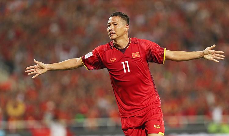Việc một cầu thủ đã 33 tuổi như Anh Đức thường xuyên được gọi lên đội tuyển cho thấy sự khan hiếm tiền đạo của bóng đá Việt Nam. Ảnh: Đức Đồng.
