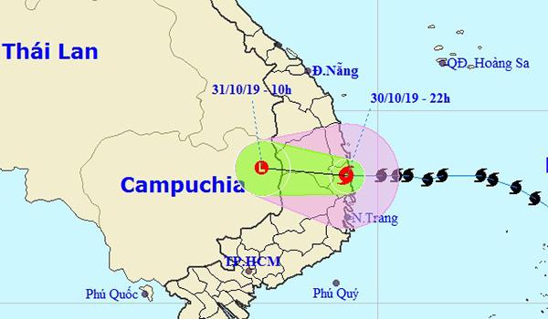 Tâm bão vào Bình Định - Phú Yên.Ảnh:NCHMF