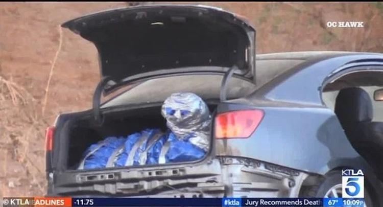 Hiện trường phát hiện thi thể Andrian Bonar trên cao tốc ở California hôm 17/10. Ảnh: KTLA.