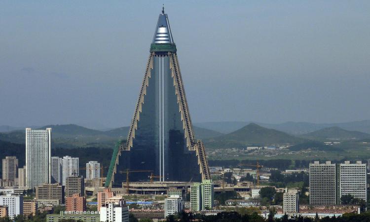 Khách sạn Ryugyong tại Bình Nhưỡng, Triều Tiên hồi năm 2009. Ảnh: Reuters.