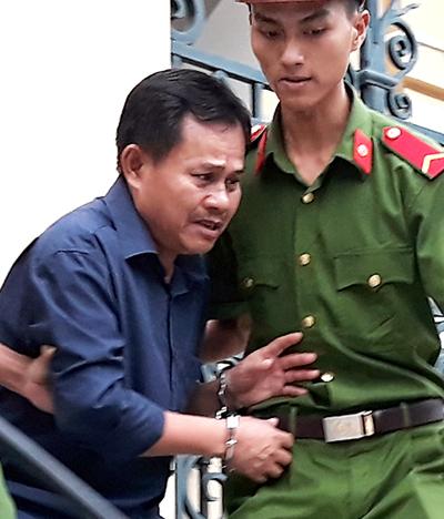 Bị cáo Hùng sau phiên tòa chiều nay. Ảnh: Hải Duyên.