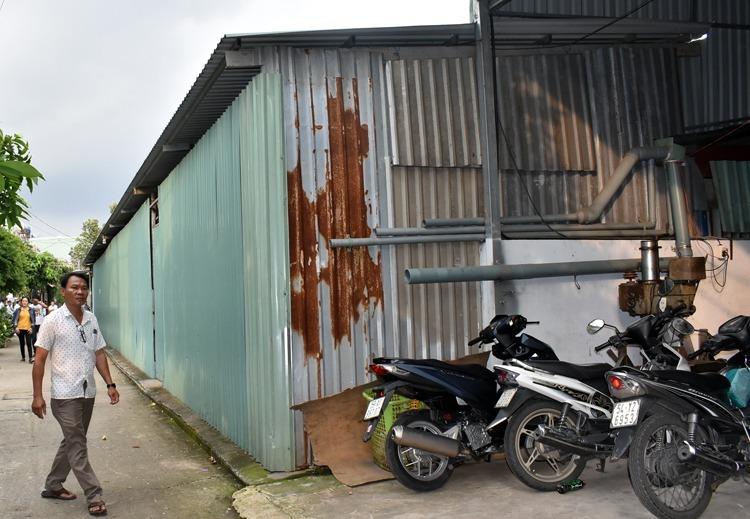 Dãy nhà xưởng ông Thành cũng người thân xây không phép trong hẻm 419 đường Kha Vạn Cân. Ảnh: Hữu Nguyên