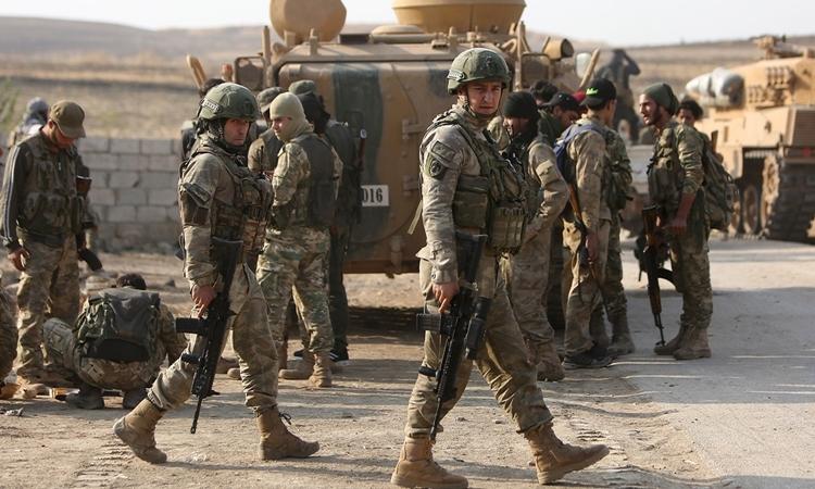 Lính Thổ Nhĩ Kỳ tạiRas al-Ain ở biên giới Syria ngày 28/10. Ảnh: AFP.