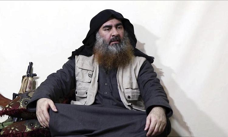 Thủ lĩnh tối cao Nhà nước Hồi giáo (IS) tự xưng Abu Bakr al-Baghdaditrong video tuyên truyền hồi tháng 4. Ảnh: AFP.