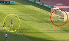 Thủ môn bị thủng lưới vì mải ăn mừng bàn thắng ma