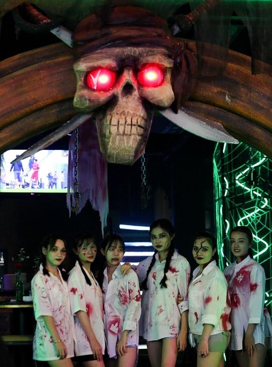 'Ma quỷ' tràn ngập phố Tây Sài Gòn đêm Halloween