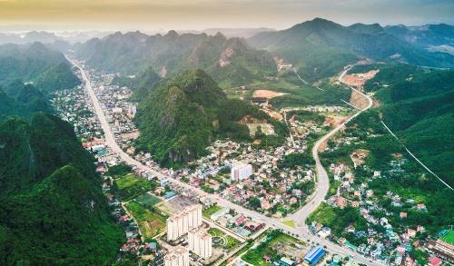 Thành phố Cẩm Phả nhìn từ trên cao. Ảnh: Thành Chung