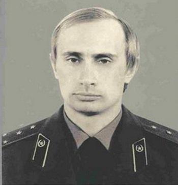 Tổng thống Nga Vladimir Putin trong trang phục KGB những năm 1980. Ảnh: AP.