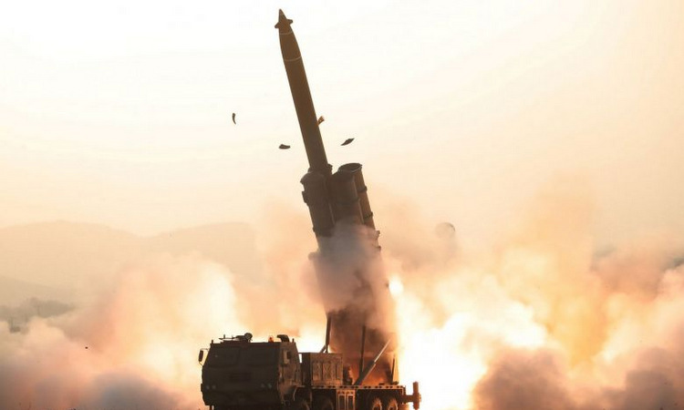Pháo phản lực siêu lớn được Triều Tiên thử hôm 31/10. Ảnh: KCNA.