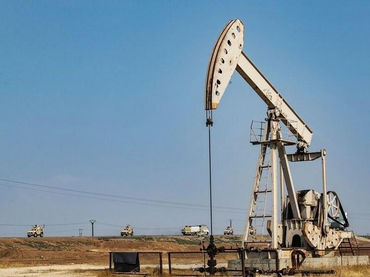 Đoàn xe của quân đội Mỹ từ Iraq sang Syria để bảo vệ các mỏ dầu ở Qamishli hôm 26/10. Ảnh: AFP