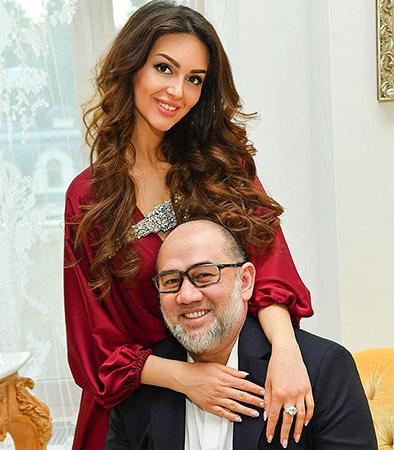 Oksana và cựu vương Muhammad V khi còn mặn nồng. Ảnh: East2west news