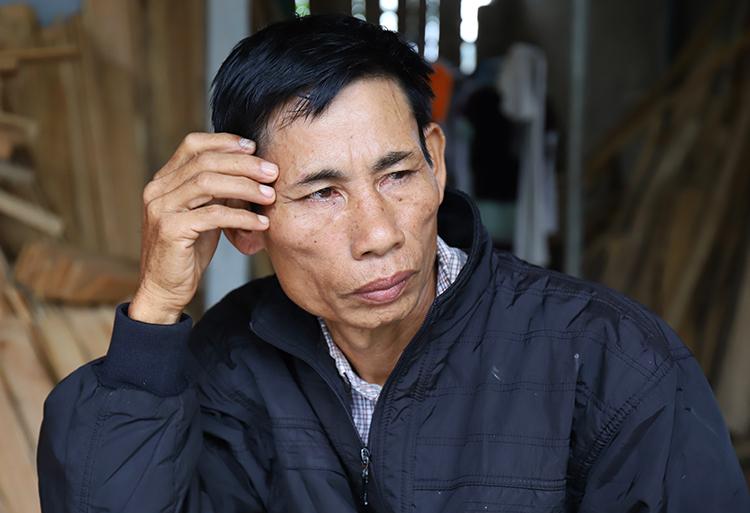 Ông Nguyễn Đình Gia buồn khi nhắc tới con trai. Ảnh: Đức Hùng