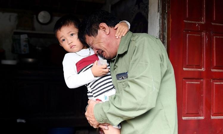 Bố của Le Van Ha - một người Việt mất tích trên đường sang Anh. Ảnh: AFP.
