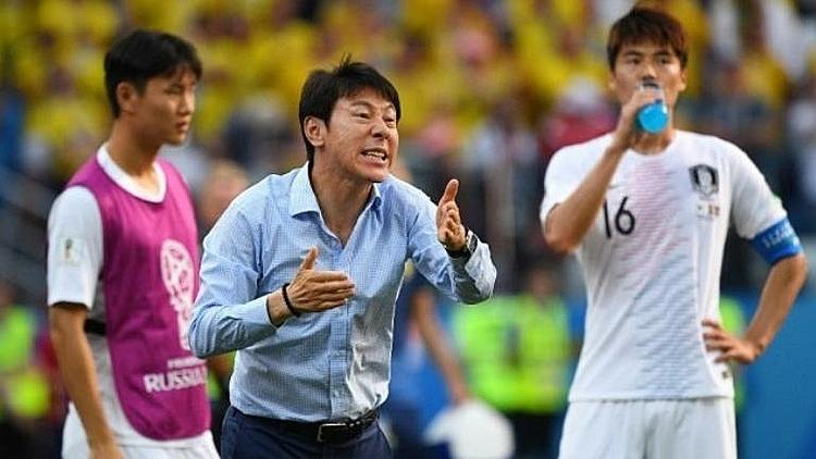 Ông Shin Tae-yong (giữa) tại World Cup 2018. Ảnh: AFP.