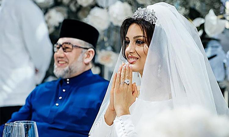 Oksana và cựu vương Muhammad V trong tiệc cưới năm ngoái ở Moskva. Ảnh: East2west news.