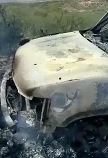 Chiếc SUV bị cháy tại hiện trường vụ tấn công ở bang Sonora hôm 4/11. Ảnh: Facebook/ Julian LeBaron.