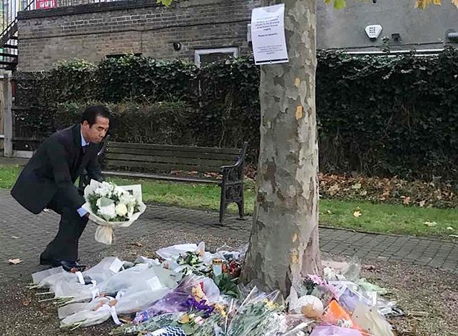 Thứ trưởng Bộ Ngoại giao Tô Anh Dũng đặt hoa tưởng niệm 39 nạn nhân tại hạt Essex, Anh. Ảnh: Bộ Ngoại giao
