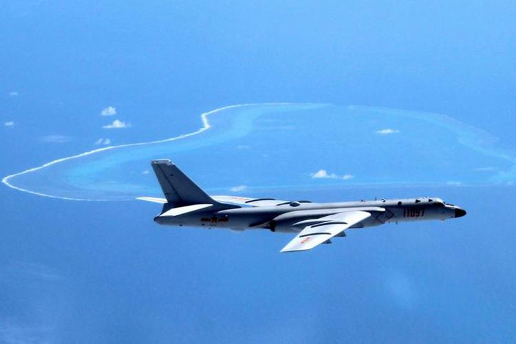 Máy bay H6-K do Trung Quốc điều ra Biển Đông năm 2018. Ảnh: AP.
