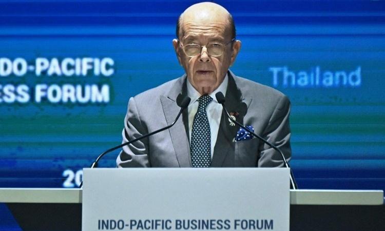 Bộ trưởng Thương mại Mỹ Wilbur Ross phát biểu tại Diễn đàn Doanh nghiệp châu Á - Thái Bình Dương 2019 ở Bangkok, Thái Lan, ngày 4/11. Ảnh: AFP.