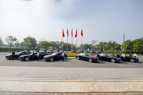Những chiếc xe VinFast đầu tiên được bàn giao tại lễ ký kết.