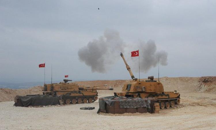 Khẩu đội T-155 Thổ Nhĩ Kỳ nã đạn vào vị trí dân quân người Kurd ở miền bắc Syria hôm 9/10. Ảnh: AFP.