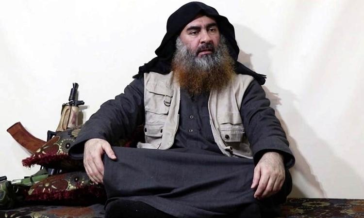 Abu Bakr al-Baghdadi trong một video hồi tháng 4. Ảnh: Evening Standard.
