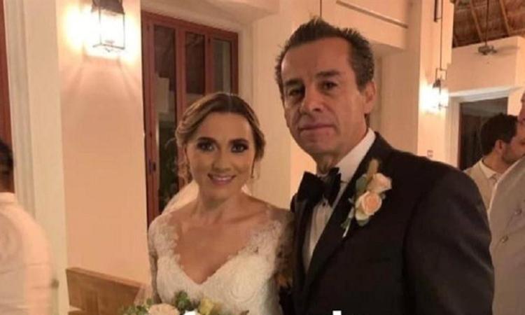 Cựu thị trưởng Gonzalez và con dâu trong đám cưới tại bang Quintana Roo tháng trước. Ảnh: En24 News.