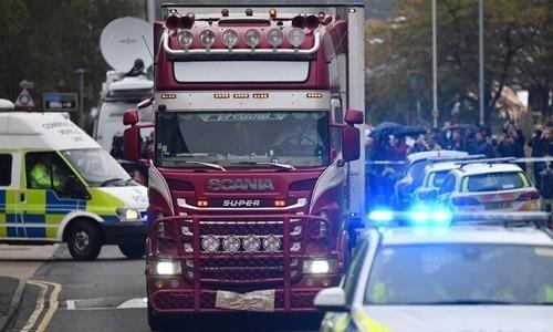 Xe container chở thi thể tại Waterglade ngày 23/10. Ảnh: AFP.