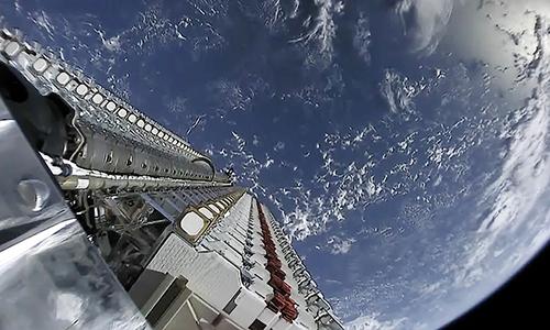 60 vệ tinh Starlink trên quỹ đạo được phóng lên hồi tháng 5. Ảnh: SpaceX.