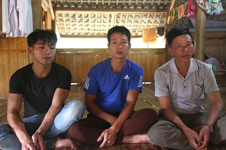 Sơn, Quang và Thái (từ trái qua) tại nhà riêng ở huyện Yên Bình, tỉnh Yên Bái. Ảnh: Phạm Dự.