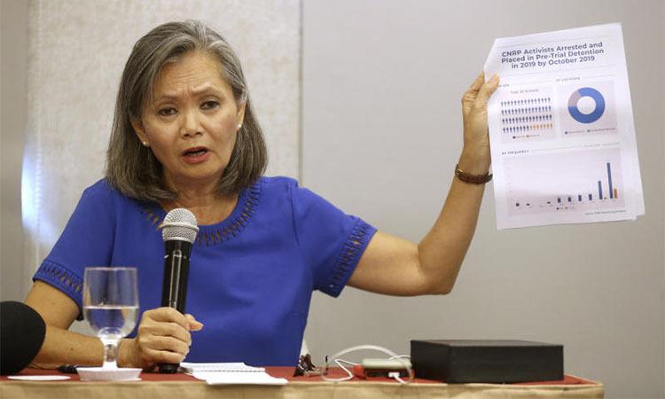 Mu Sochua phát biểu tại họp báo ở Jakarta, Indonesia ngày 6/11. Ảnh: AP.