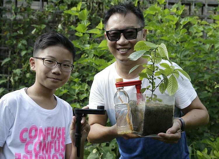 Calvin Soh chụp cùng con trai. Ảnh: Asia One