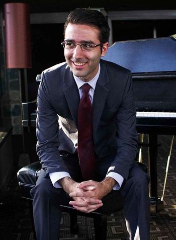 Lennon Aldort (29 tuổi) là nghệ sĩ piano và là nhà soạn nhạc chuyên nghiệp nổi tiếng tại Mỹ. Ảnh: Vitos.