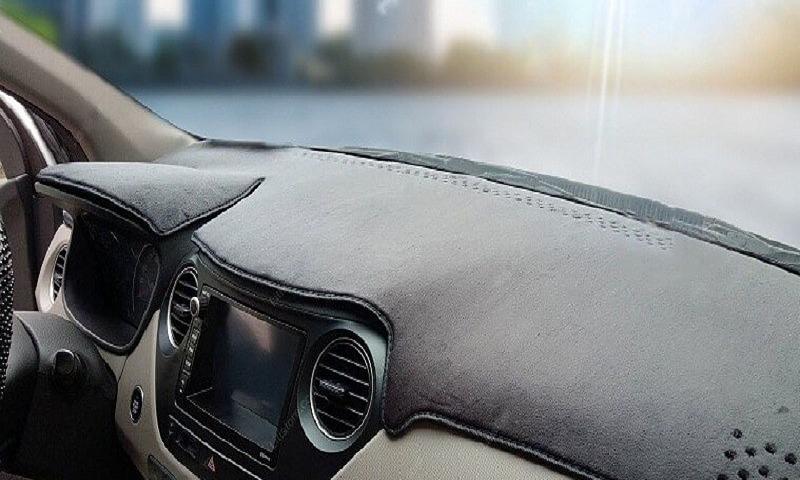 Phủ lớp vải lên táp-lô ôtô nhằm mục đích gì?