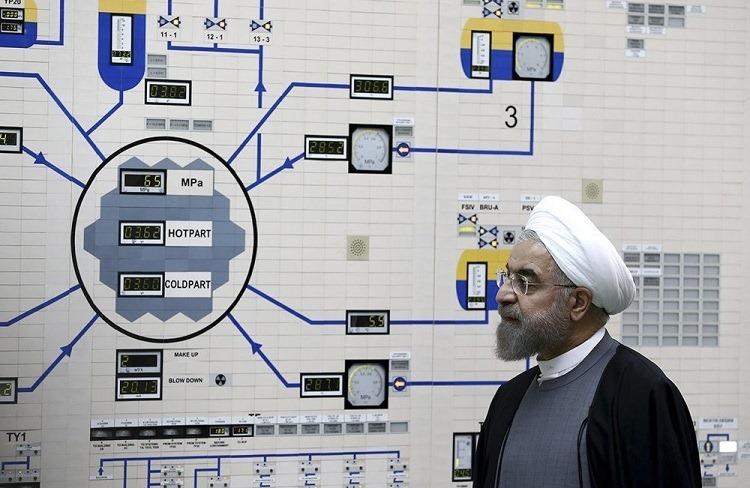 Tổng thống Iran Hassan Rouhani thăm nhà máy hạt nhân Bushehr hồi năm 2015. Ảnh: AP